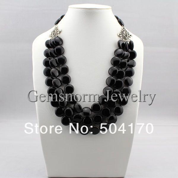 Ожерелье из полудрагоценных камней.